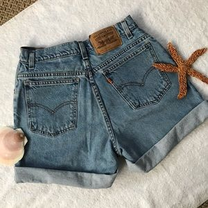 Vintage Levi's High Waist Shorts - relaxed fit